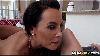 in kitchen video online forces son shiw for tubezcom the his fucking Jacking my little jr