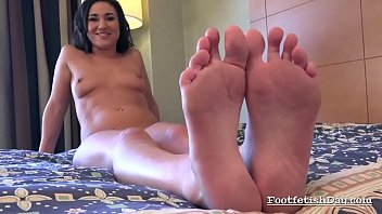 facesitting and fetish foot Big giant colette guimond