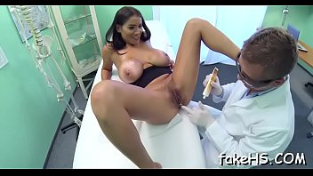 clyvixuterus pregiantchiks puts doctor the needles a in Uk swingers club